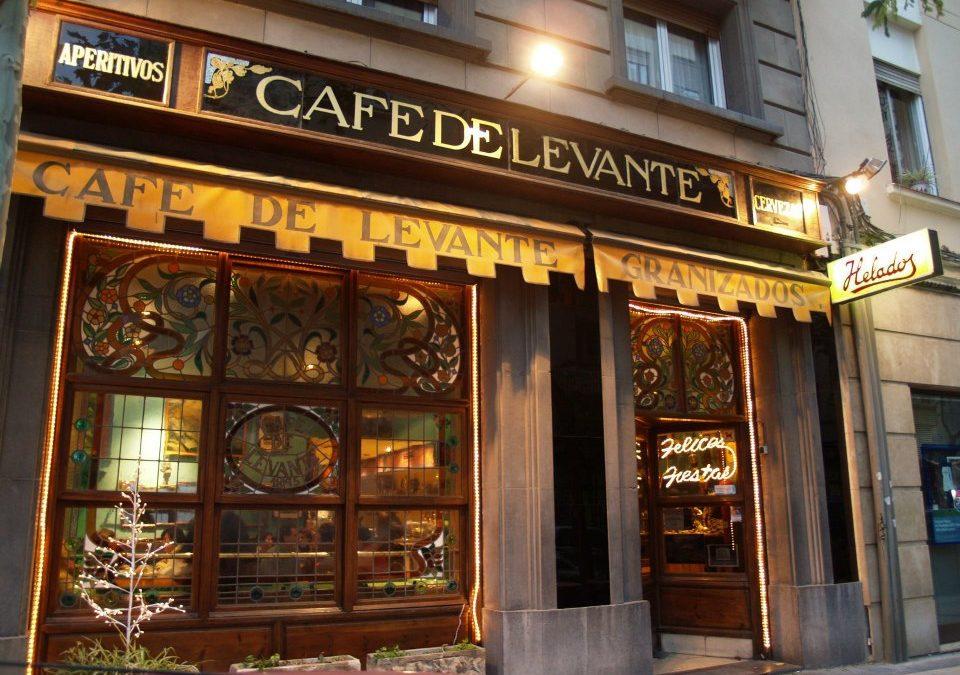 El Café de Levante, protagonista de una exposición sobre la rebeldía en los 60
